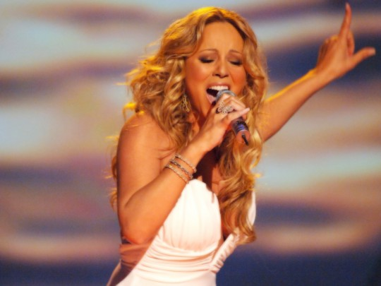 mariah carey singing performing arms fashion